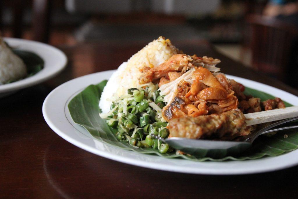 Best restaurants in Ubud: nasi campur, Nasi Ayam Kedewatan