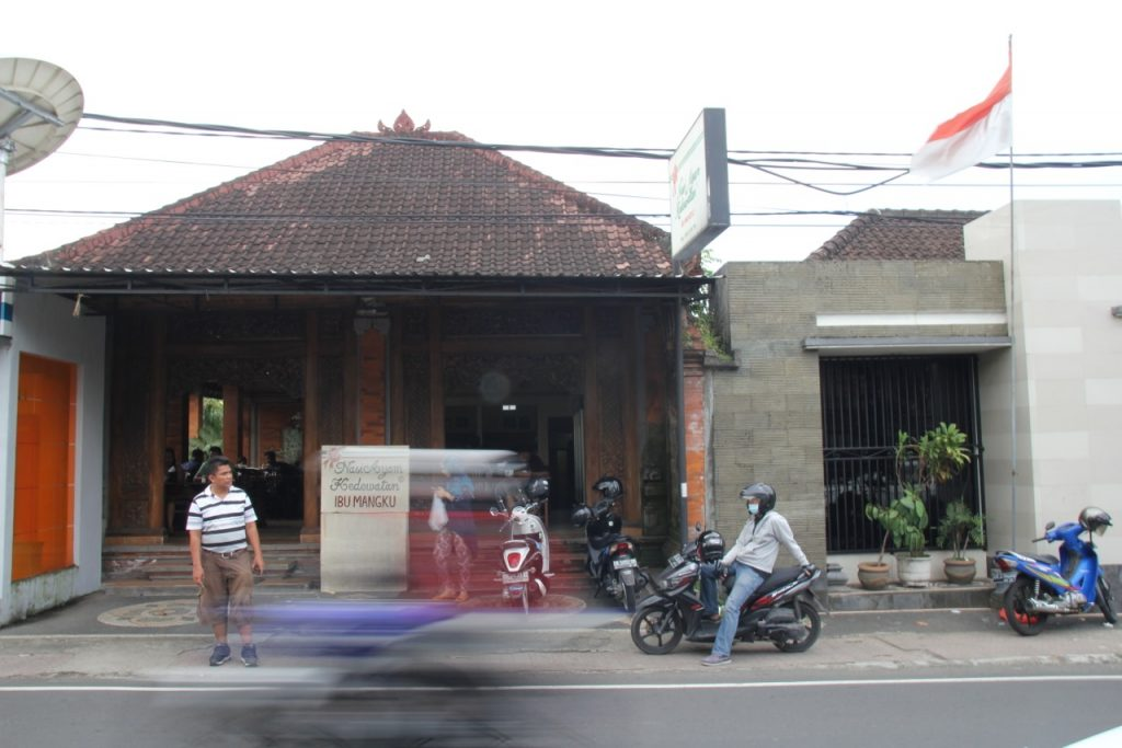Best restaurants in Ubud: Nasi Ayam Kedewatan, Ibu Mangku