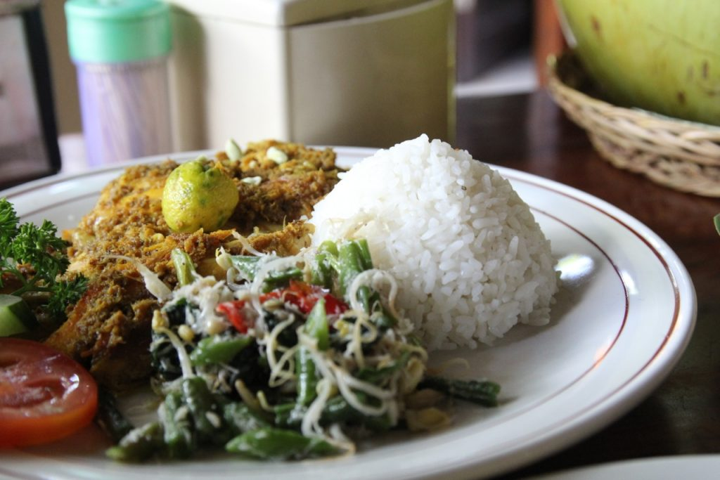 Best restaurants in Seminyak: ayam betutu at Warung Eny, Seminyak, Bali