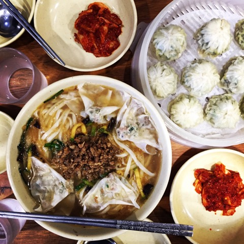 Seoul Chasing a Plate