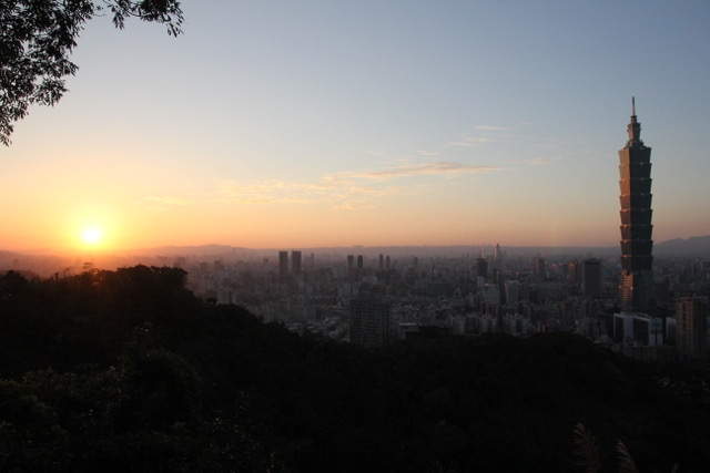 Taipei attractions: Taipei sunset from Elephant Mountain