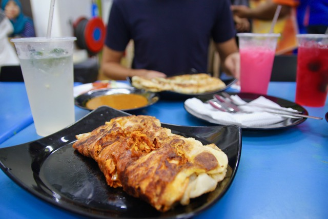 Places to eat in Singapore: Chicken murtabak at Singapore Zam Zam