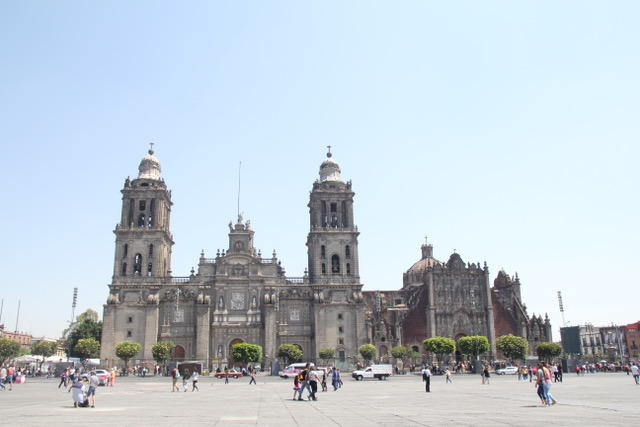 Places to visit in Mexico City: the Cathedral bordering the zocalo