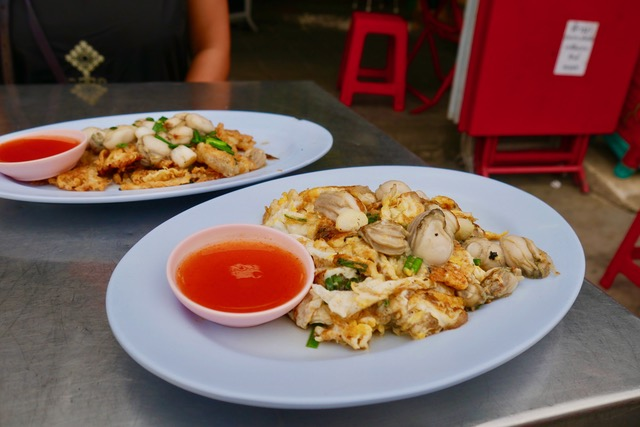 What to eat in Chinatown, Bangkok: hoy tod